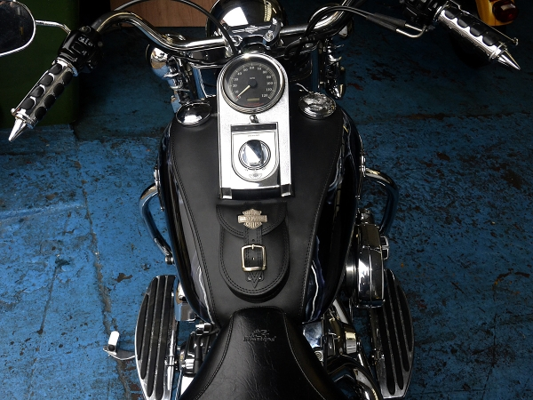 rear crash bars for softail with 191124520330 on 331111 Lindby Bar And Forward Controls as well 221714107934 moreover 216171 together with Mustang One Piece Seat 2000 2006 Harley Davidson Softail 3 furthermore 191088944185.